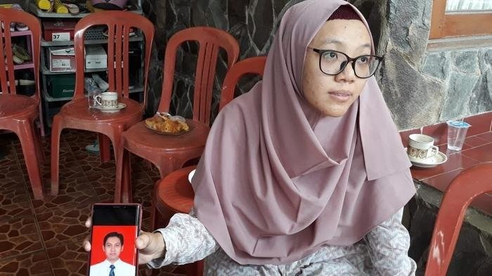 'I don't know what to tell my children,' says wife of JT610 passenger