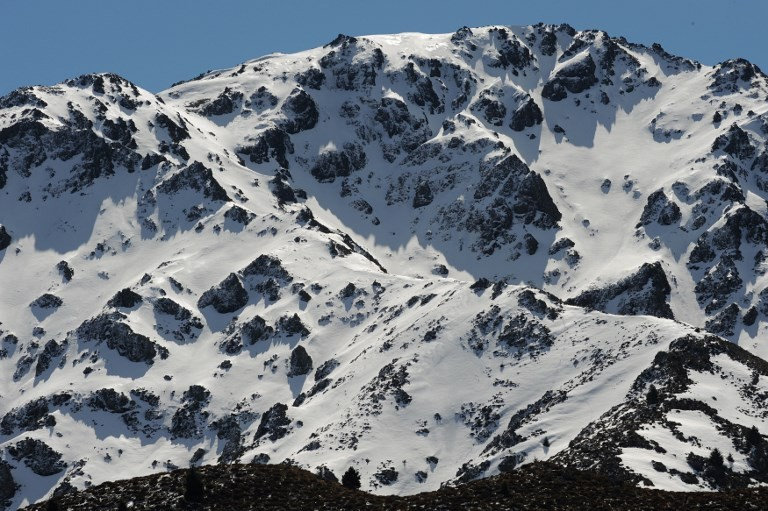 New Zealand avalanche kills two Germans, woman survives