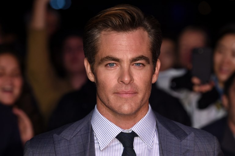 chris pine puts on scottish accent for historical drama outlaw king
