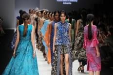 Models present creations from Australian aboriginal art centers and Novita Yunus at Jakarta Fashion Week 2019 in Senayan City, Jakarta, on Saturday, October 20, 2018. JP/Vellen Augustine