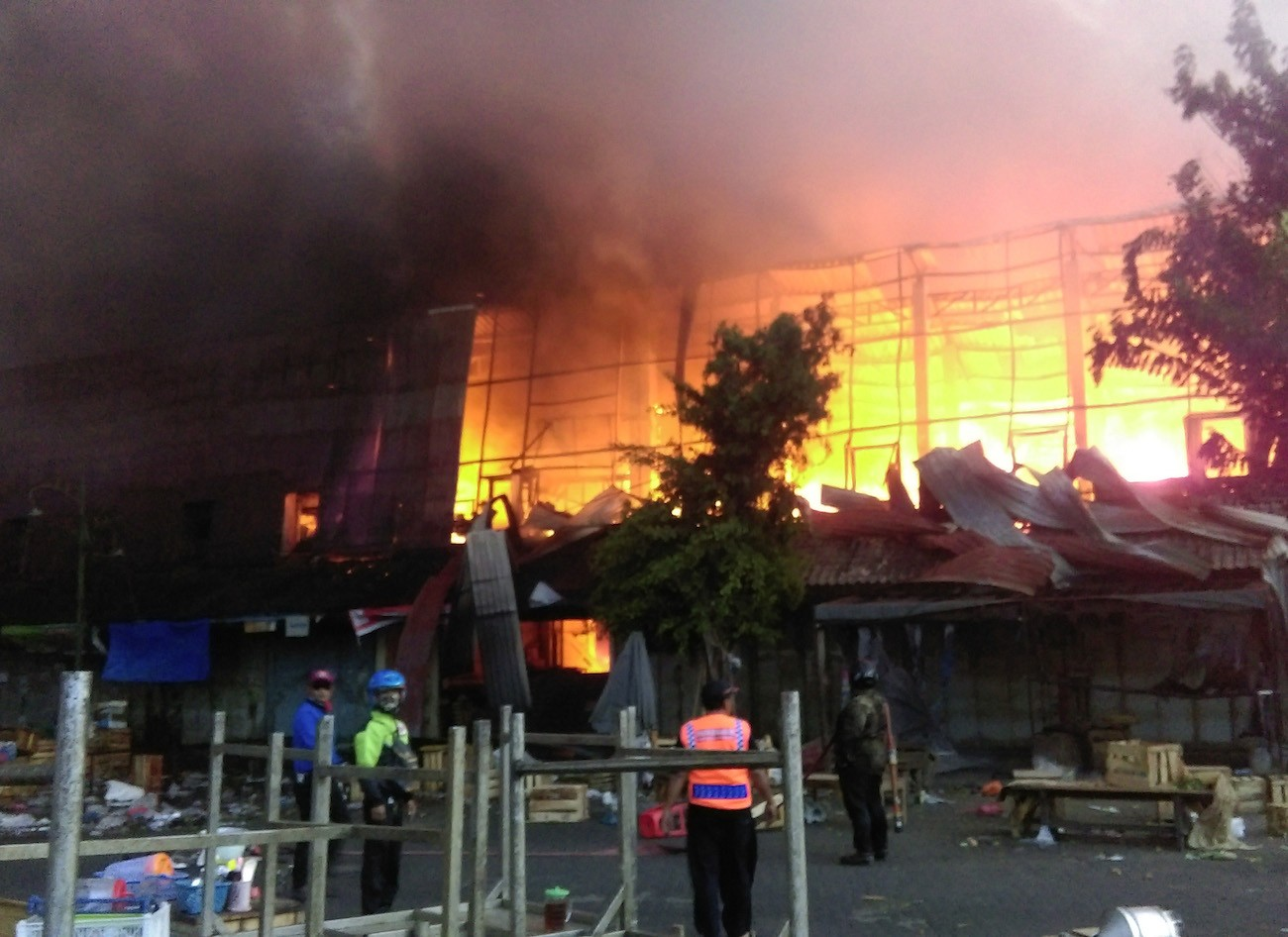 Fire guts thousands of stalls at Surakarta's biggest traditional market