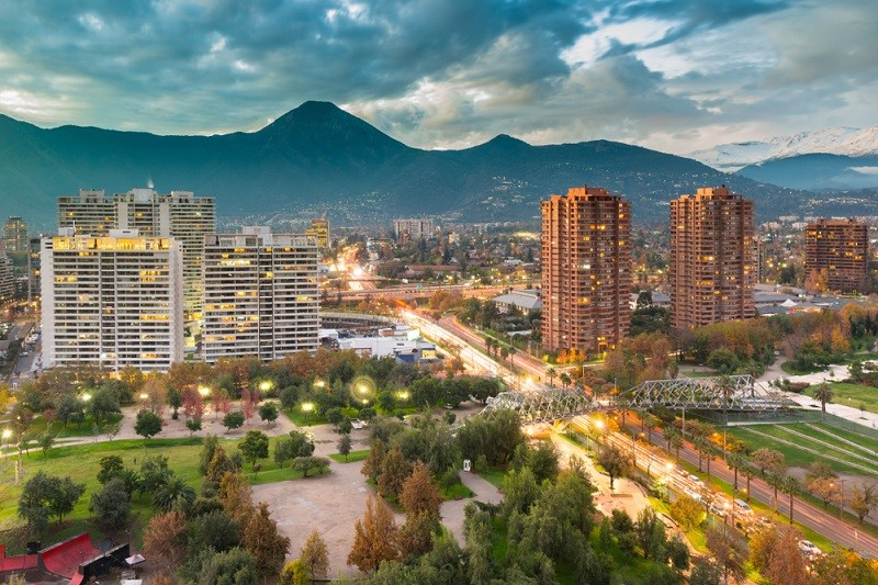 Rich Chile neighborhood bans smoking in parks and squares