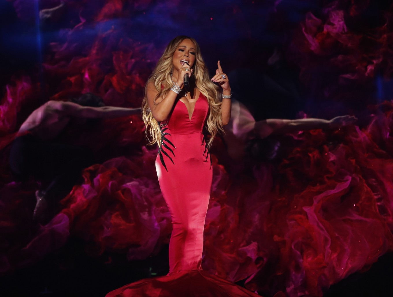 Youtube Mariah Carey Christmas.Mariah Carey Tops List Of Most Popular Christmas Songs This