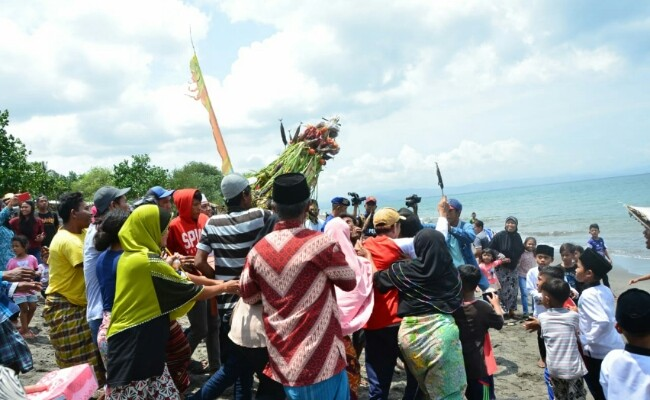 West Lombok fishermen hold 'Roah Segara' to maintain harmony
