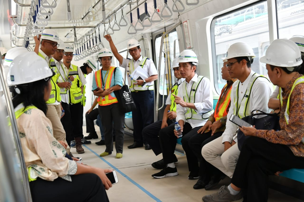 Jokowi rides Jakarta's subway for first time