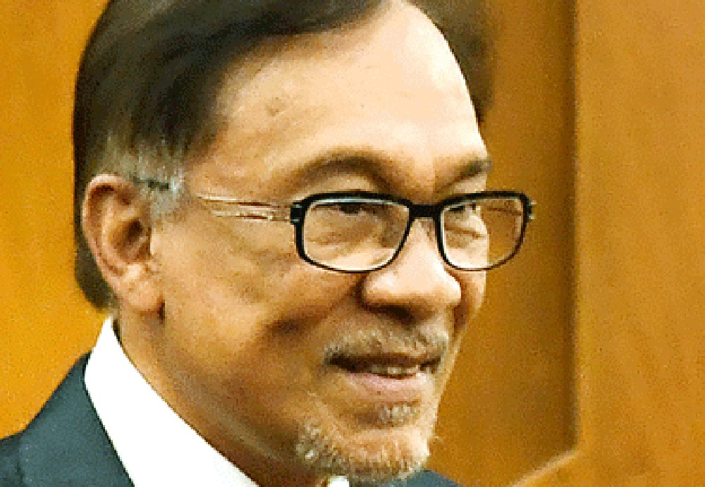 Anwar Ibrahim accepts IGP's statement 'Azmin not the person in sex video'