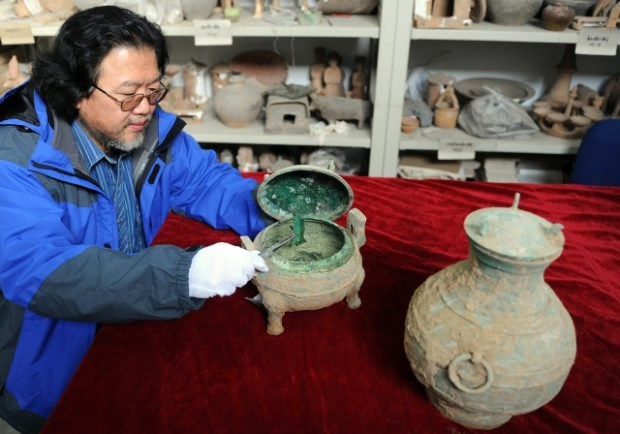 A real vintage: China unearths 2,000-year-old wine