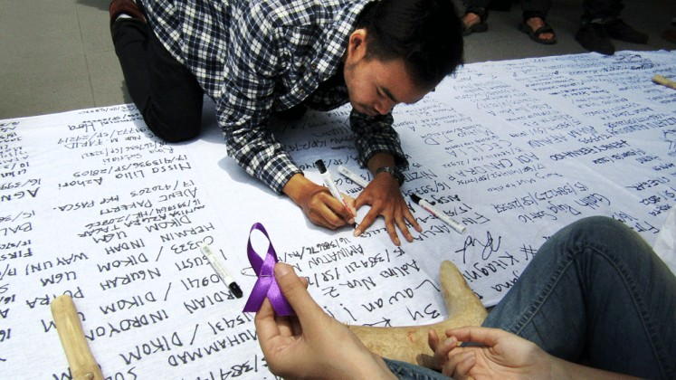Gadjah Mada University (UGM) students write names on a large piece of fabric to pressure university leaders to take action on sexual violence as part of a movement initiated by a group called #kitaagni (We Are Agni). Agni is the pseudonym of a student who was allegedly assaulted by a fellow student during a community service assignment in Maluku last year.