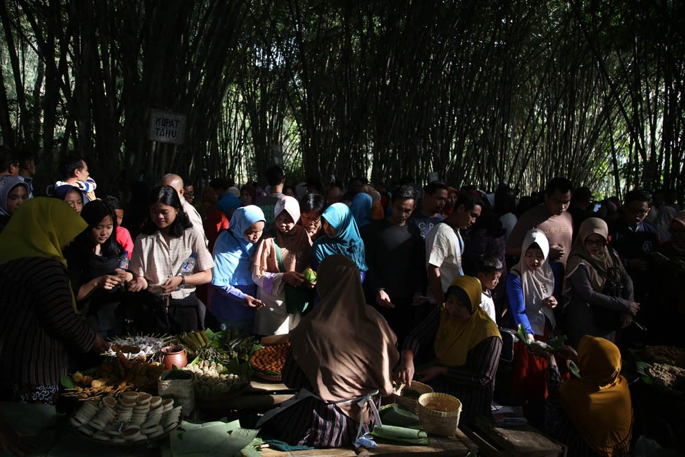 Located under the shade of bamboo trees, the market is popular for its traditional snacks. JP/P.J.Leo