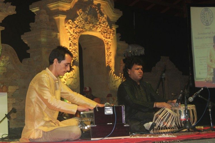 Muslim preacher Shabbir Hasan Warsi from the Jawaharlal Nehru Indian cultural center in Jakarta plays the tabla and sitar, representing Indian culture.