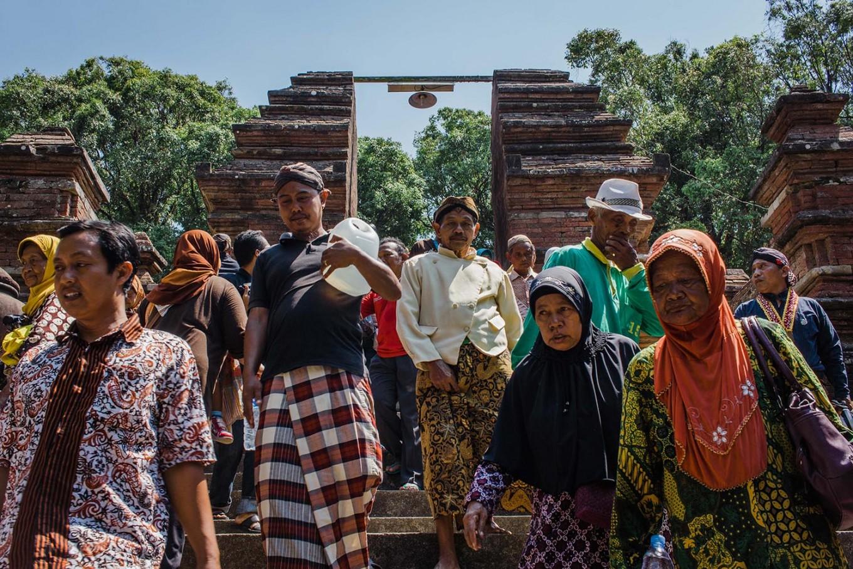 People start to go home after attending the Nguras Enceh ritual. JP/Anggertimur Lanang Tinarbuko