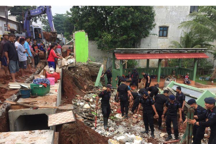 Landslide injures four in Depok