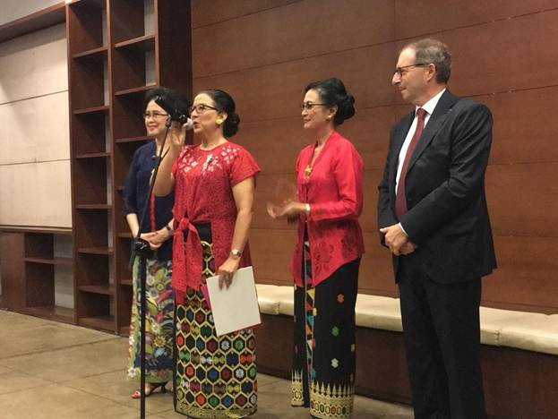Maria Darmaningsih (second left), with Nungki Kusumastuti (second right) and Melina Surjadewi (left), speaks after being awarded the Chevalier dans l'Ordre des Arts et Lettres badge by French Ambassador to Indonesia Jean-Charles Berthonnet.