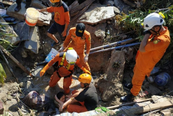 Search and rescue personnel work hard to free Nurul in Balaroa, Palu, on Sept. 29, after a powerful earthquake struck the city.