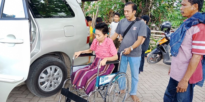 Teen who lost legs after 36-hour quake ordeal stays strong