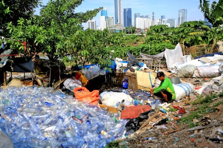 On garbage, Jakarta looks beyond landfills