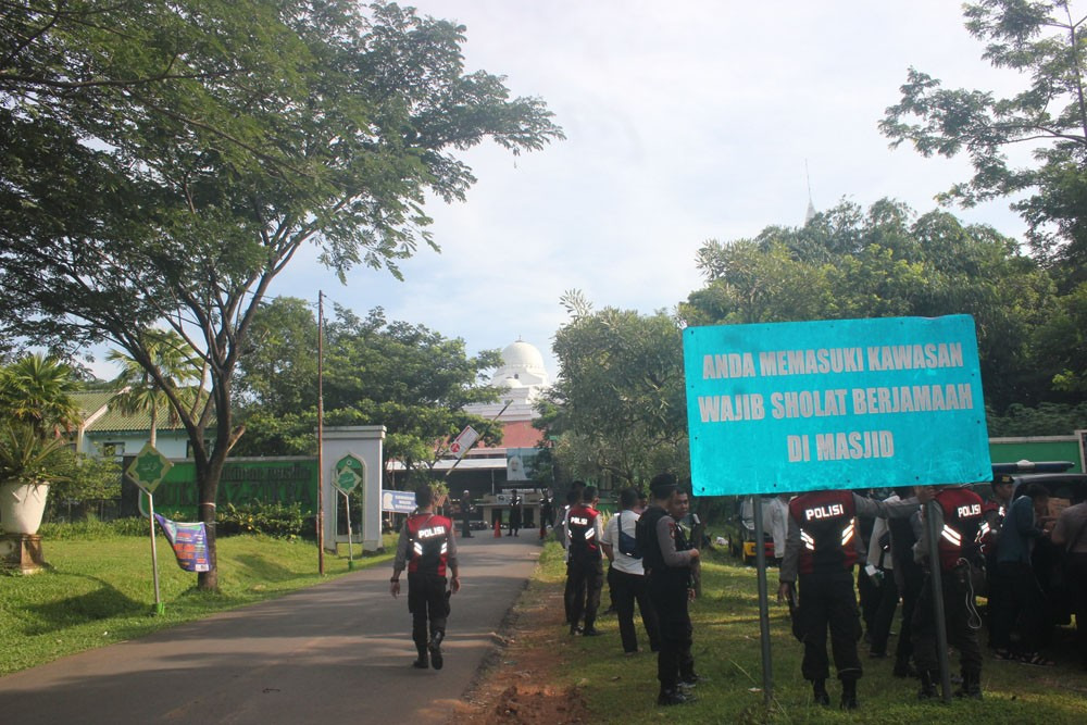 Police beef up security in Bogor mosque despite cancelled Islamic caliphate gathering