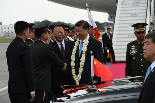 Xi visits Philippines to cozy up to historical US ally