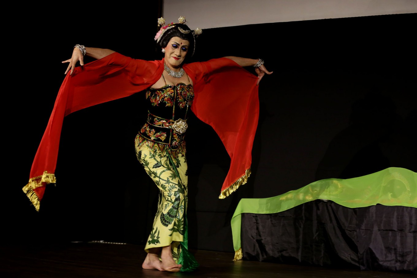 Dancer Didik Nini Thowok hopes to preserve cross-gender performance culture