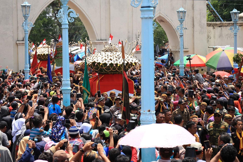 Sekaten celebrations cheer crowds in Surakarta