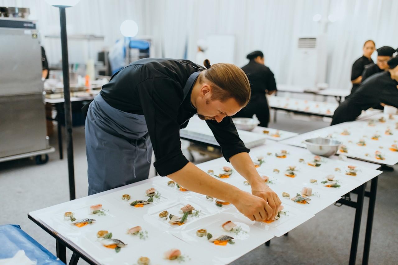 Helge Hagemann prepares food to be served at Magic Hour Dinner held at GoetheHaus Jakarta on Nov. 22