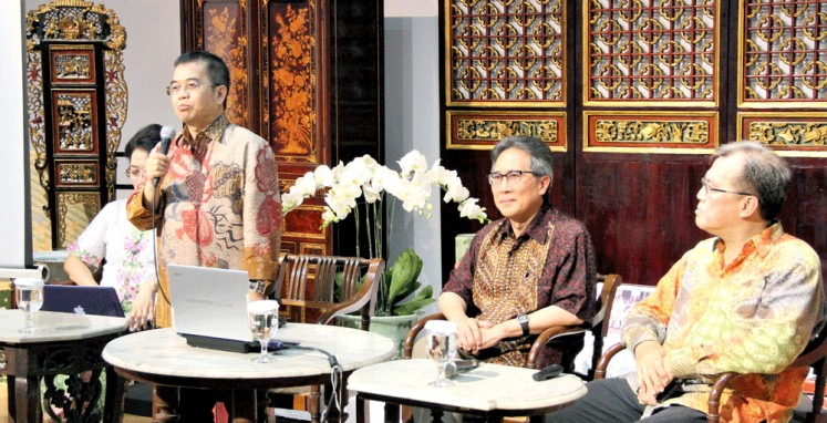 Chinese journey: Researchers (from left to right) Yudi Latif, Ariel Heryanto and Didi Kwartinada discuss the cultural and political journey that Chinese Indonesians took throughout the years.