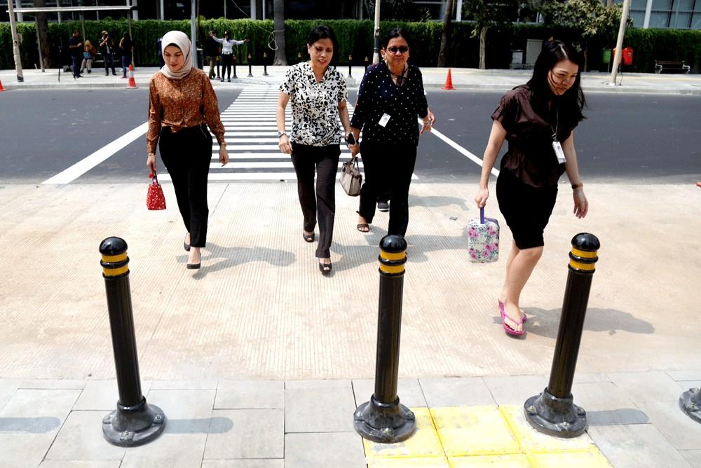 New Jakarta sidewalks friendly for high heels, not wheelchairs