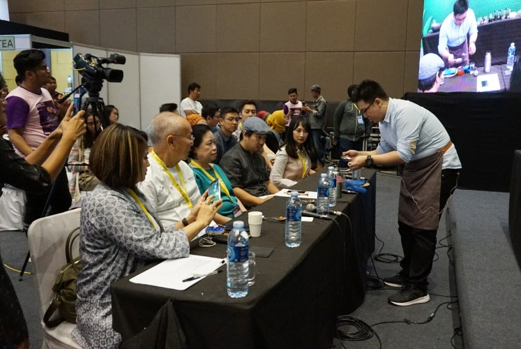 The Indonesia Tea Brewing Competition judges  evaluate competitors' tea creations based on several criteria, including presentation, flavor and ability to maintain the original tea flavor.