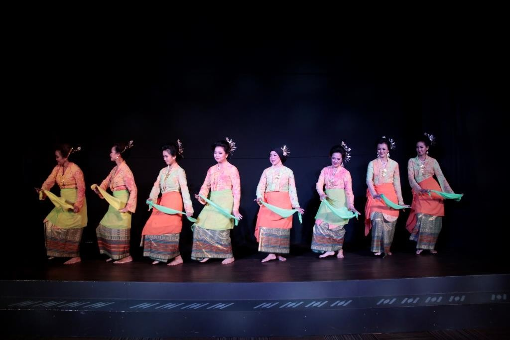 The Cik Minah Sayang dance from North Sumatra.