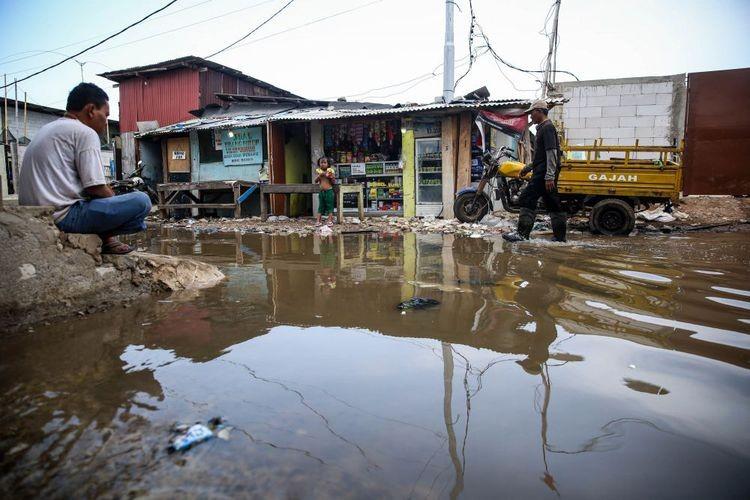 Sacks of sand prepared to prevent tidal floods in North Jakarta