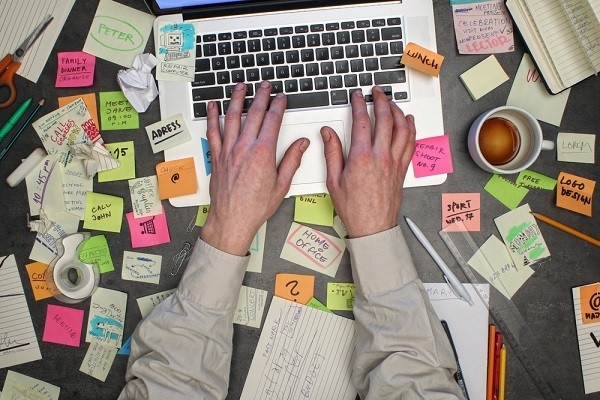 Your messy work desk might be giving off a bad impression: Study