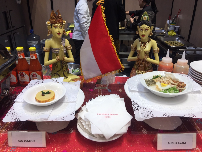'Bubur ayam', 'kue lumpur' entice Koreans
