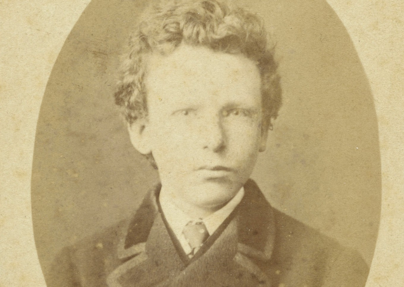 Rare Van Gogh photo is of Vincent's brother, say experts