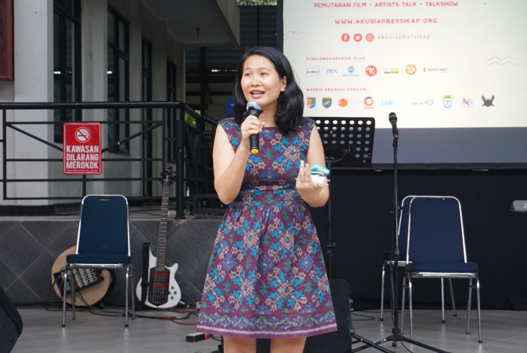 Amelia Hapsari, director of In-Docs, gives a speech at the launch of the #AkuSiapBersikap campaign on Nov. 27 at Budi Luhur University.