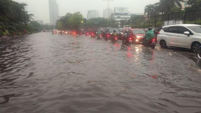 Kebon Jeruk hit by flood