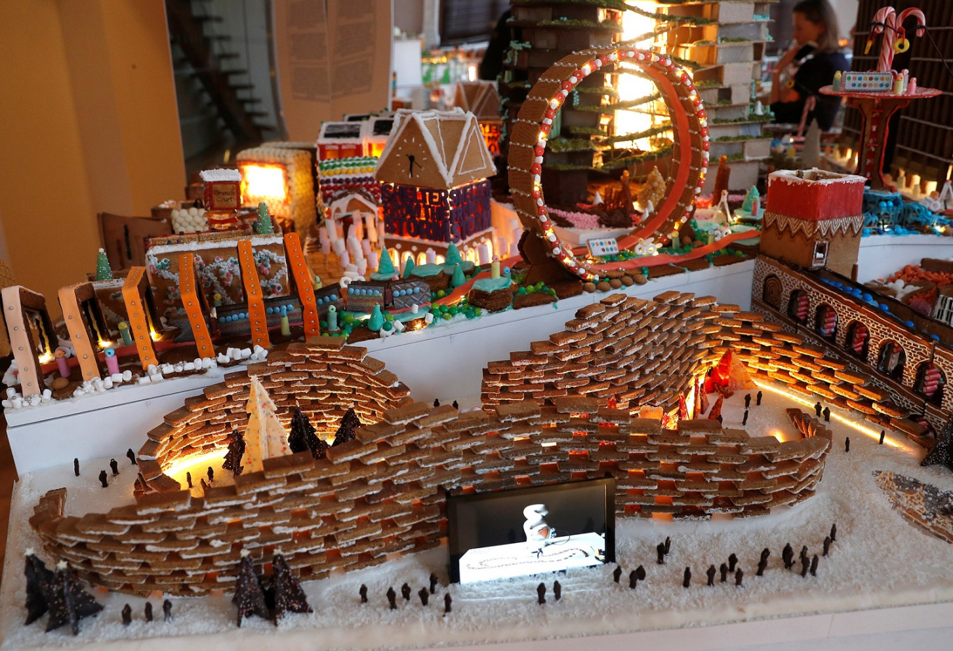 Architects build gingerbread city to whet appetite for design
