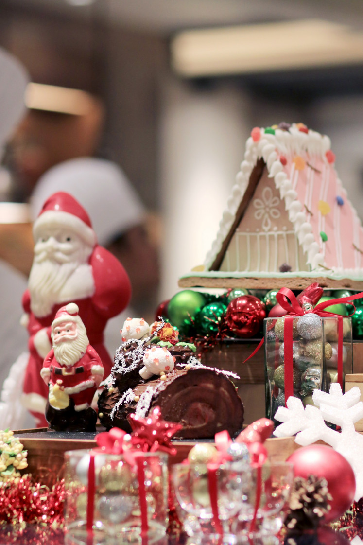 Gingerbread house and cakes in the Christmas buffet at Grand Hyatt Jakarta