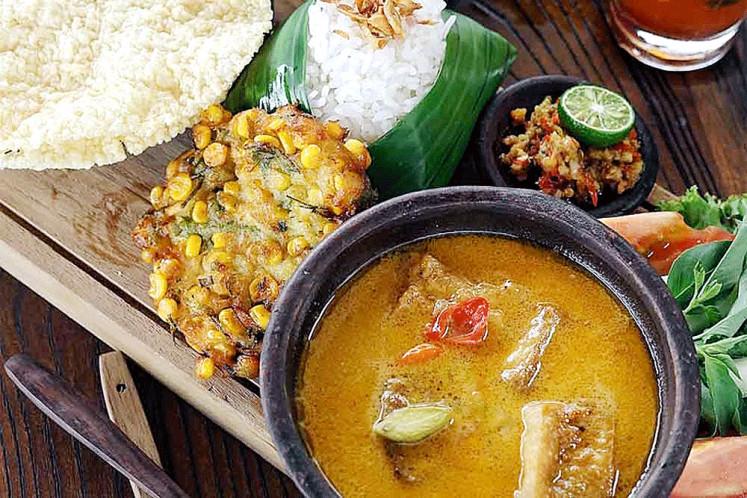 Nasi Sayur Lodeh Ikan Tongkol (Malang, East Java) by Desy Bariyyatul Qibtiyah