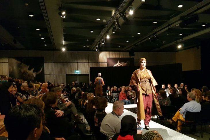 Indonesian traditional fabrics fashion show held at the Netherlands' Museon