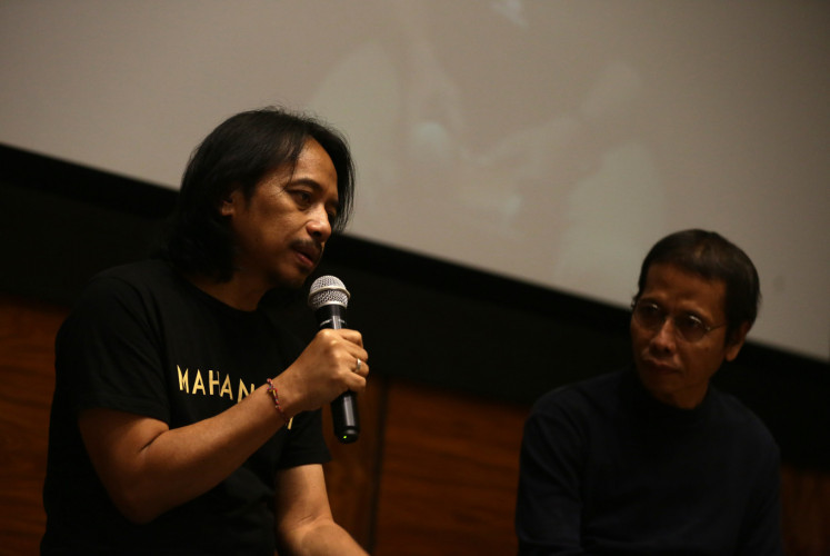 Dewa Budjana (left) speaks as senior journalist Frans Sartono looks on during the launch of 'Mahandini' on Dec. 10 in Kemang, South Jakarta. Dewa wanted to try