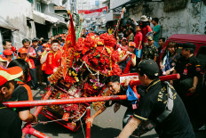 A total of 132 participants of the cultural parade march along Jl. Gajah Mada and Jl. Hayam Wuruk in the Glodok area, Central Jakarta, on Oct. 21. 2018. JP/Donny Fernando