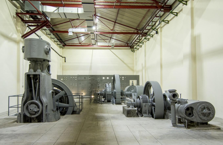 Old machinery at De Tjolomadoe.