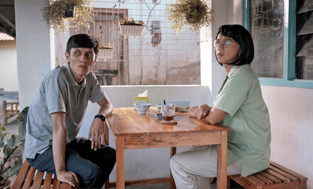 'Maaf Senin Tutup': 1998 through eclectic eyes of Anggun Priambodo
