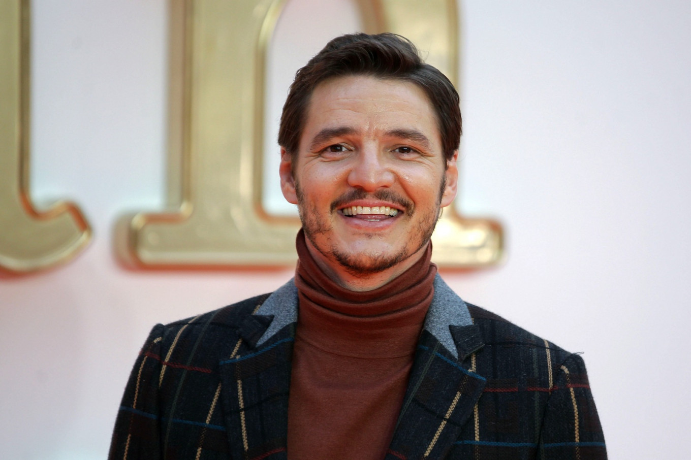 Pedro Pascal to lead cast of 'Star Wars' series