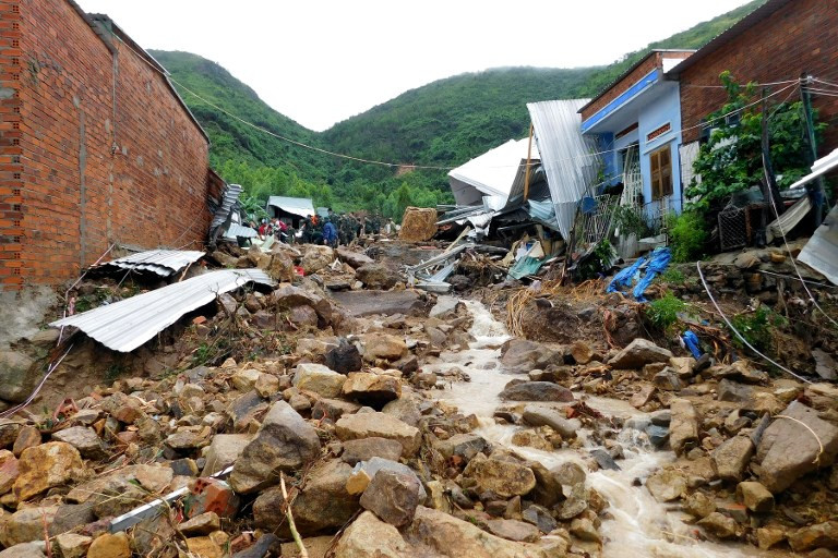 Floods kill 13 in central Vietnam
