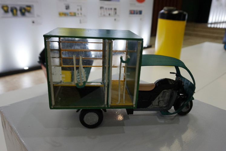 A mock-up Bandung Bebas Sampah garbage cart on display for the 2018 Waste Wise Design Competition.
