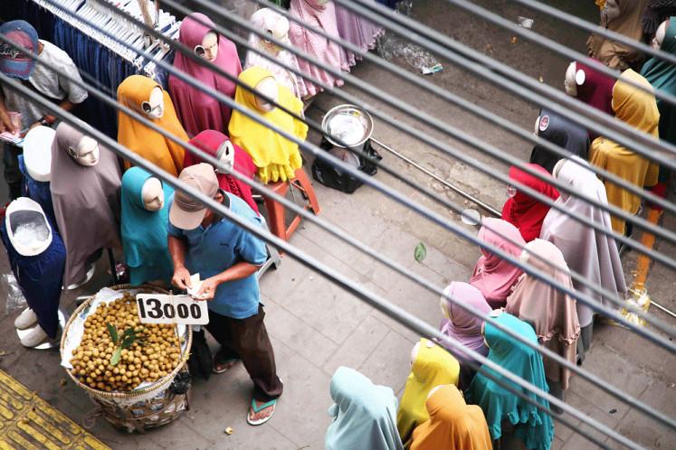 Tanah Abang street vendors subject to illegal fees: Ombudsman