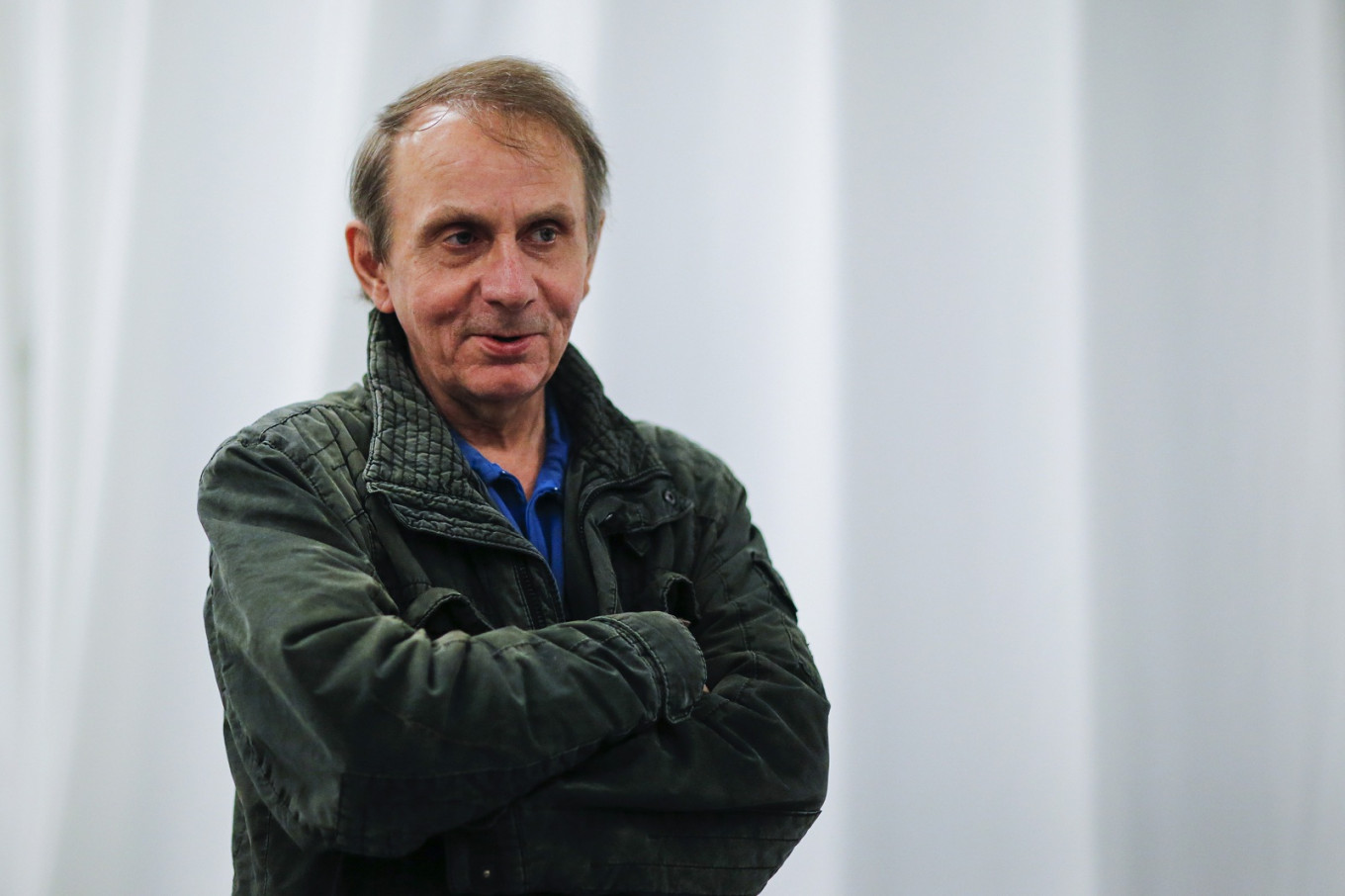 Houellebecq hails writer who says migrants are 'rapists and thieves'