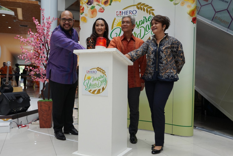 Tony Mampuk, general manager of corporate affairs of PT Hero Supermarket (left), Wirna Soeratno, project director PT Hero Supermarket (second left), Roy Soeradji, operations director of PT Hero Supermarket (second right) and Sinurlinda Gustina, commercial director PT PP Property (right), open the new Hero Supermarket outlet in Bekasi, West Java, on Friday.
