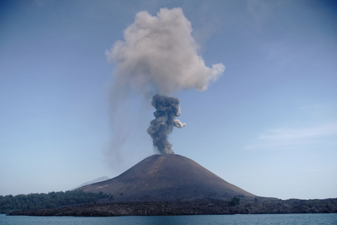 Anak Krakatau erupts, spewing out 200-meter-high column of ash